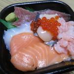 浜とみ丼丸 - 料理写真:海鮮丼 ¥580(税込価格)