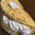 パン工房 やちよ - ワッフル(カスタード)