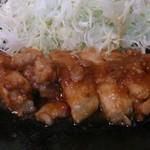 集楽亭 - 生姜焼き定食1200円 主役の豚さんです