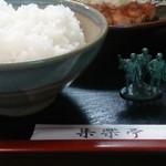 集楽亭 - 生姜焼き定食1200円 側面