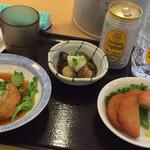 東新宿食堂 - さつま揚げ、茄子の煮浸し、豆腐ハンバーグ。