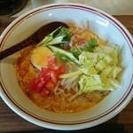 カフェテリア スパイス ジャヤ - 生野菜と魚介出汁のカレーラーメン