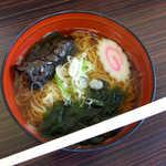 はやて - 和風らーめん(¥400)。中華麺にそばつゆ、姫路のえきそばに似ています