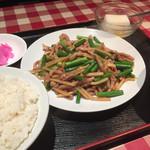 龍昇飯店 - 料理写真:♪豚肉とニンニクの芽炒め ¥750