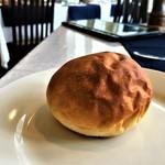 プチ・パピヨン - 自家製パン