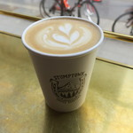 パドラーズコーヒー - 参考:N.Y.のSTUMPTOWN COFFEE ROASTERSのカフェラテ