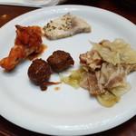 ブラッスリー ラ クラス - カジキ ミートボール チキントマト煮 キャベツと豚肉