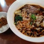 台南担仔麺 - 牛肉刀削麺セット