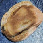 甘太郎焼 - 早速小豆あんから頂くと、焼き立てなのか皮が非常に柔らかく ちょっぴり餡が塩っぱく美味しい甘太郎焼きです。
