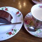 6949264 - ケーキセット(950円)コーヒーと生チョコケーキ