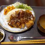 キエーザ - カツピラフ(¥780)。揚げたてのトンカツが乗っかり、ボリューム満点