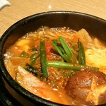 焼肉 赤牛 - グツグツ煮出った味噌チゲスープ