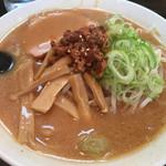 六本木らーめん 東京食品 まる彦 - 味噌らーめん(730円)