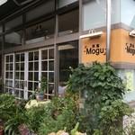 洋食Mogu - 店裏に駐車場あり