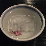 69499563 - 冷たい桜茶