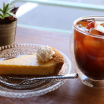 メイホクコーヒー - アイスアメリカーノとライムパイ