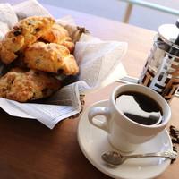 メイホクコーヒー - フレンチプレスとスコーン