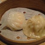 Chuugokuryouriboukairou - 蒸し海老餃子・ショウロンポウ各1個