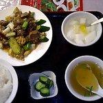695340 - 鶏の砂肝とイカのピリ辛炒め600円とごはんセット300円