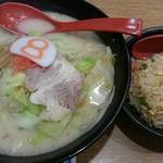 8番らーめん - 野菜ラーメンとミニ焼飯の『Bセット』(税抜き820円)