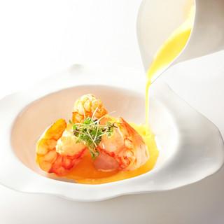 本格的なフレンチの要素に東洋の食材とエッセンスをプラス。