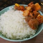 武蔵家 - ライス&サービスチャーシュー。プライスレス  サイコロ状のチャーシューと葱を辛味噌で和えた物。