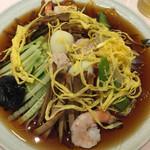 揚子江菜館 - 頂上の錦糸卵の雲をよけると