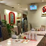 揚子江菜館 - 1階のテーブル席