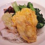 避風塘 みやざわ - チャーシュー、蒸し鶏青菜のせご飯