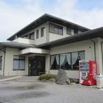 レストラン 倉井 - 国道沿いのデッカい駐車場の奥に・・。