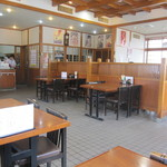 レストラン 倉井 - 隅っこのテーブル席。