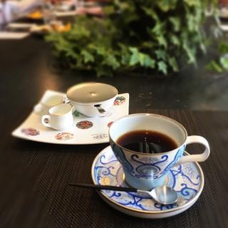 モダンな有田焼で頂くこだわりのコーヒー・紅茶
