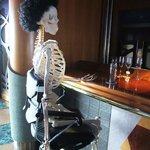 アーティスト カフェ - カウンターにこんなお方が!