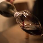 ビストロガストロス - ワインの感度をブレさせない和吉グラスもご用意ございます。