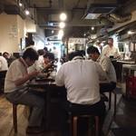 讃岐うどん大使 東京麺通団 - 無言でお食事中の企業戦士たち