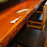 キのや - 寿司・生簀割烹らしい、風格あるカウンター席です(2017.6.30)