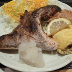 鮮酒・鮮味工房 若狭 - 魚のカマ焼き、だしまき、唐揚げ