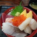 帆立小屋 - 海鮮丼 上からも撮ってみました。