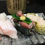 廻る富山湾 すし玉 - 「かがやき7セブン」1400円(税抜き)のブリ、ホタルイカ、白えび
