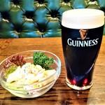 マンインザムーン - 『ギネスビール(1pint・568ml)』(1000円)と『マカロニサラダ』(500円)~♪( ^o^)ノ
