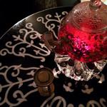 シークレットゲート カフェ - 大人気!女子力アップの紅(くれない)ハーブティー。幻想的で美しい真っ赤なハーブティーです。