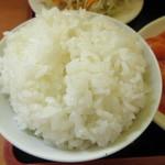 中華料理 紅華楼 - ご飯はやや大盛、更にお代わり可能
