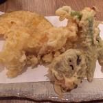 69531097 - 天ぷらです。海老が大きいです。