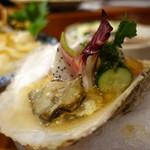 樽八 - 岩牡蠣は土佐酢ジュレで