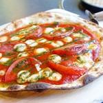 ハナハナ - 2017年5月 ピザマルゲリータ【1030円】こんなピザ食べたの初めてです( ゚Д゚)