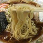 特一 - 麺もこれまた低加水。ここはストレート麺。 富山じゃ珍しいな。  これも俺は好きな麺だ。  被るな〜〜〜