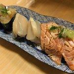 穴場 - 炙りサーモン、貝柱、クラゲ