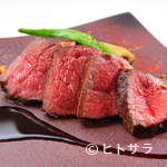 リストランテ リンコントロ - 存分な噛みごたえで、赤身肉の濃厚な味わいひろがる『まほろば赤牛のロースト』
