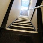 珈琲舎 蔵 - かなり急な階段