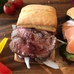 BistroCafe AQUA - 牛ローストのビスケットサンド。 美味し。